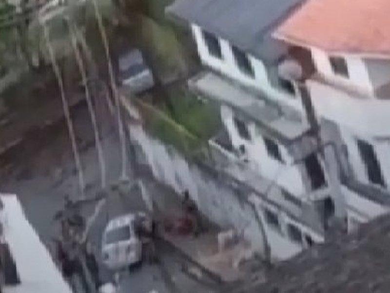Policiais da Rondesp executam homem rendido em Salvador; Veja vídeo