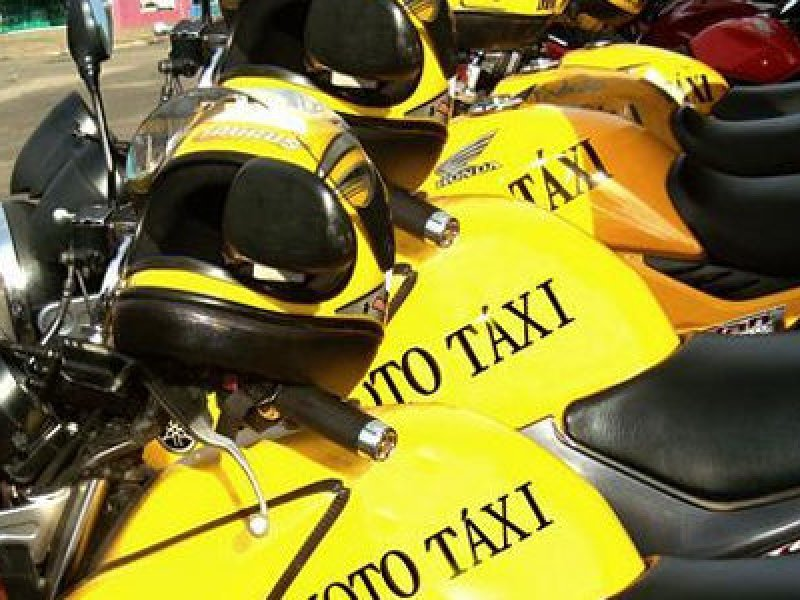 Mototaxistas protestam na Paralela por causa do preço da gasolina; veja o vídeo